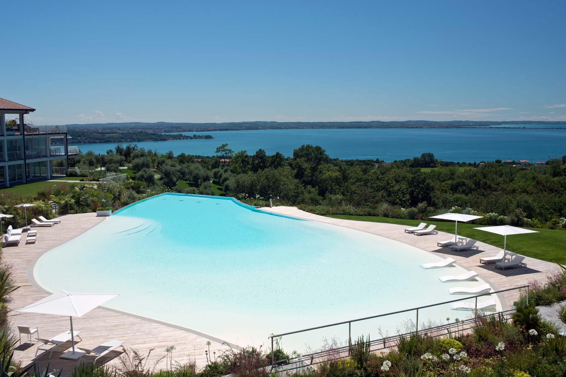 Foto Di Ville Lussuose ville di lusso sul lago di garda |grei geminian real estate